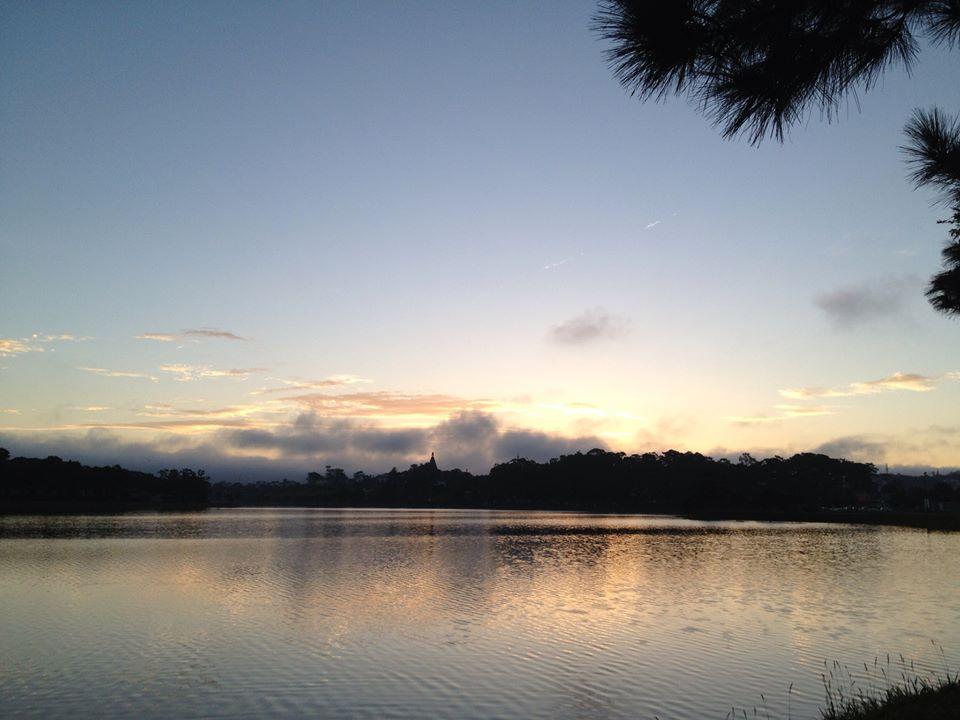 Mặt hồ tĩnh lặng, nội tâm sâu lắng
